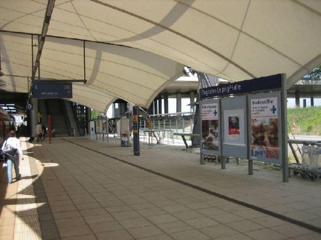 Flughafen-Bf Leipzig-Halle , Bstg. 2, 1. Sto. li.