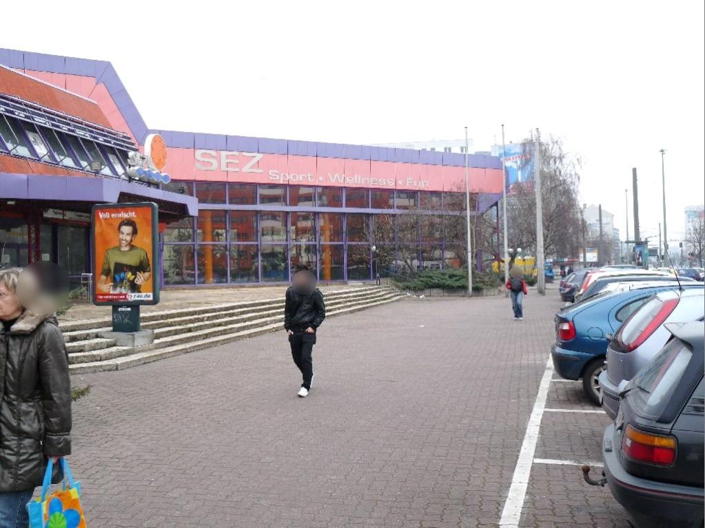 Landsberger Allee/Eingang Schwimmhalle/We.li.