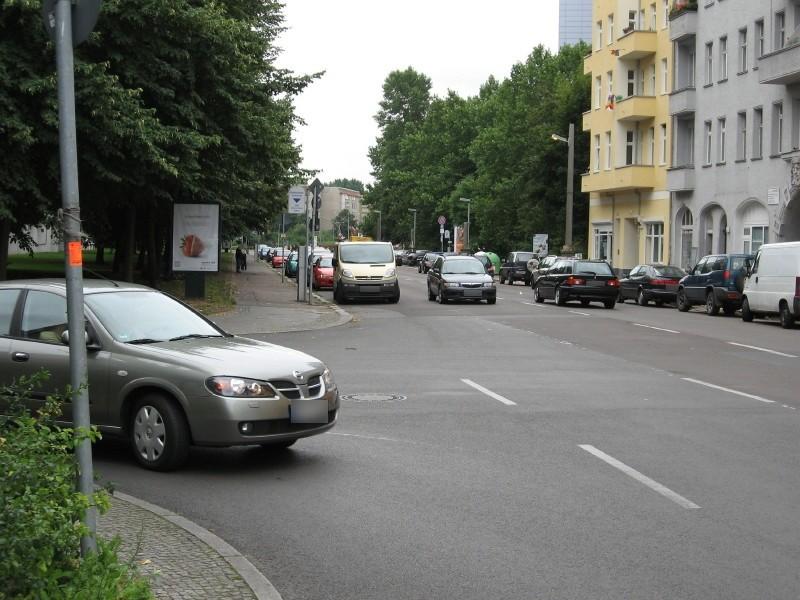 Str. d. Pariser Kommune/H.-Jadamowitz-Str./We.li.