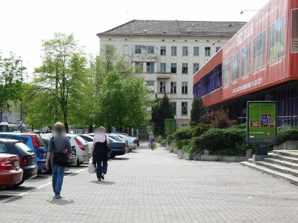 Landsberger Allee/Eingang Schwimmhalle/We.re.