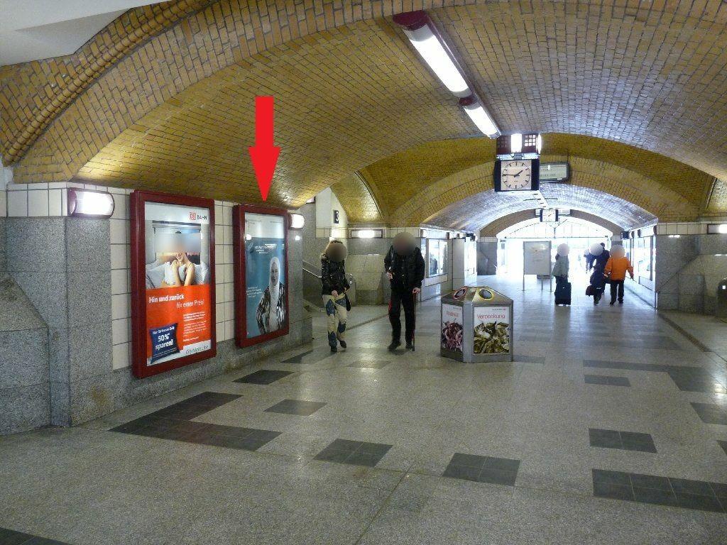 S-Bf ZoologischerGarten, Tunnel zuBstg.,li, 2 Sto.