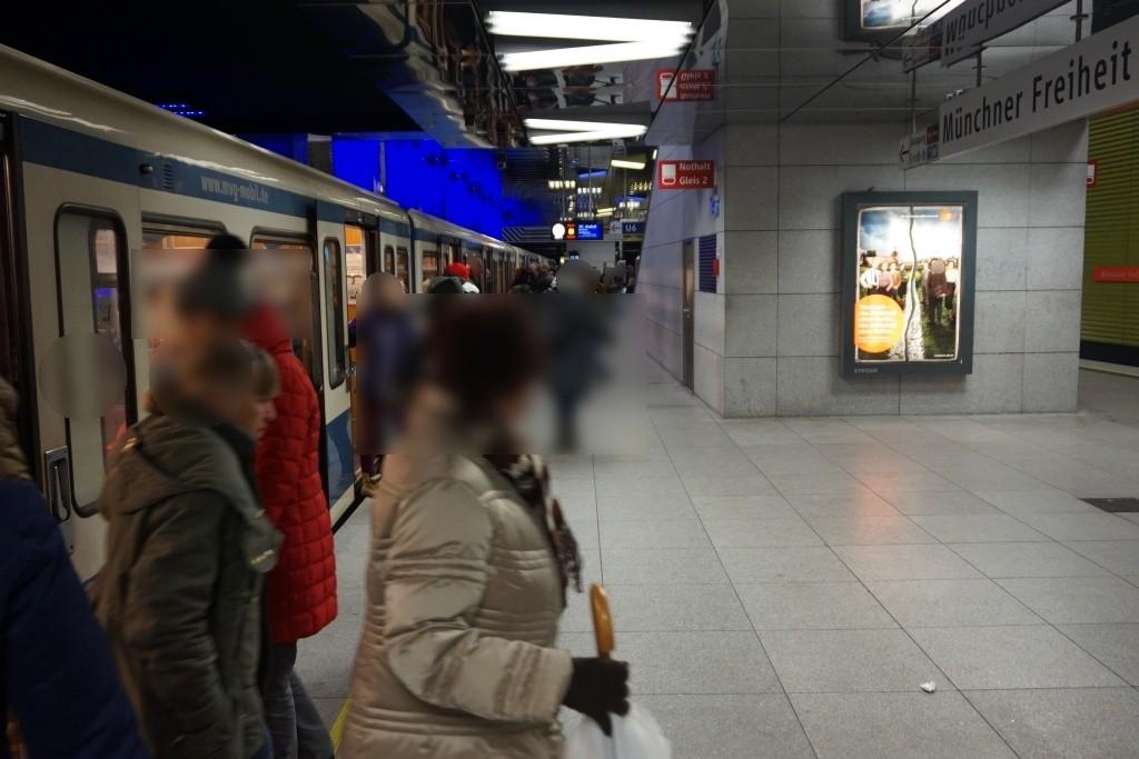 Münchner Freiheit Bahnsteig mitte Gl. 2+4