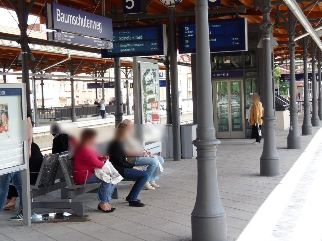 S-Bf Baumschulenweg,S-Bstg., Gl.3,Nh. Treppenabg.
