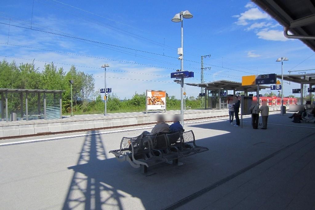 Bahnhofplatz/Bf/Bahnsteig/Gleis 2, Sto. 1