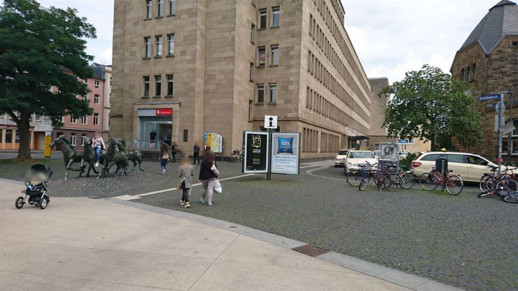 Hbf, Vorplatz li. v. EG, CLP-Stern, Sicht Vorplatz