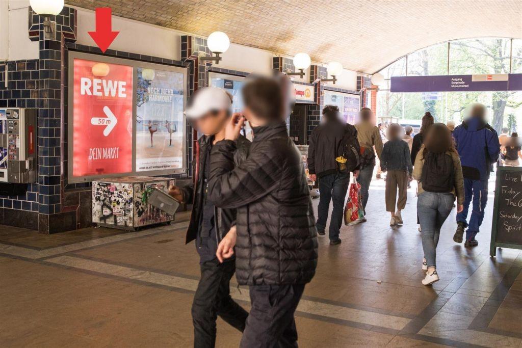 S-Bf Hackescher Markt Westt. re. neb. Rolltr Sto.1