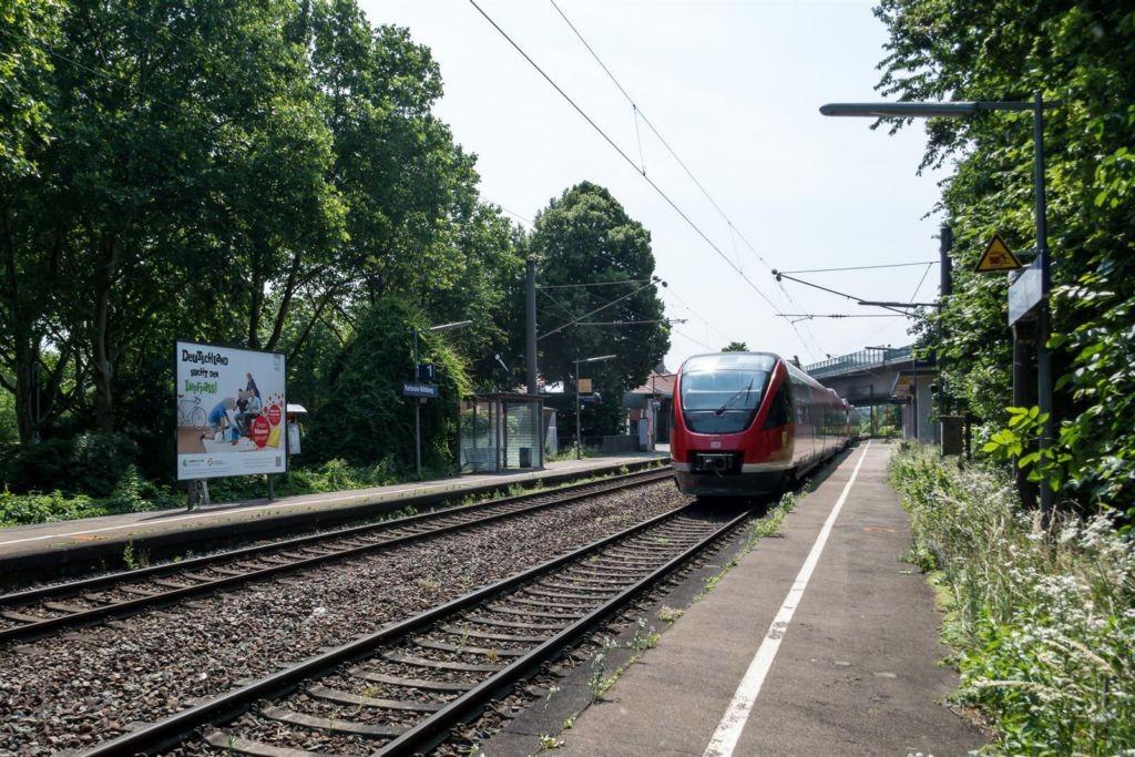 Bf Mühlburg Bahnsteig Ost re. Bahnseite