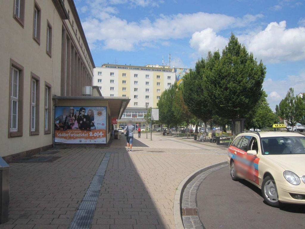 Bfplatz li. nb Eingang