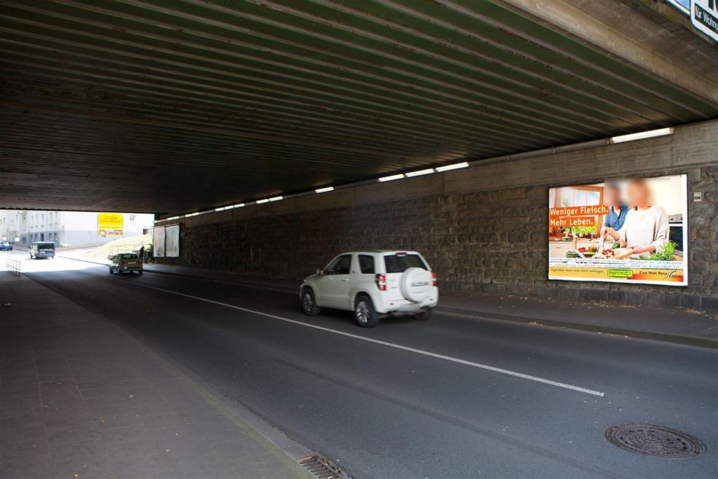 Hattinger Str Ufg. re/Bahnhofstr 77 nh