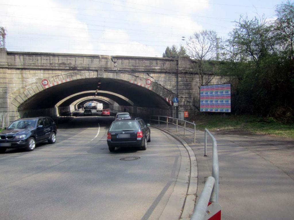Hanauer Str. (B275)/Ufg. re.