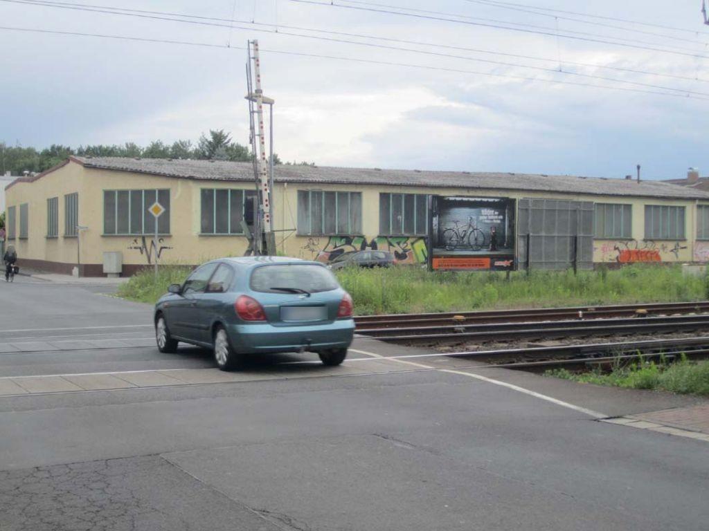 Eichenheege geg 20 sew/Dieselstr/Bahnübergang