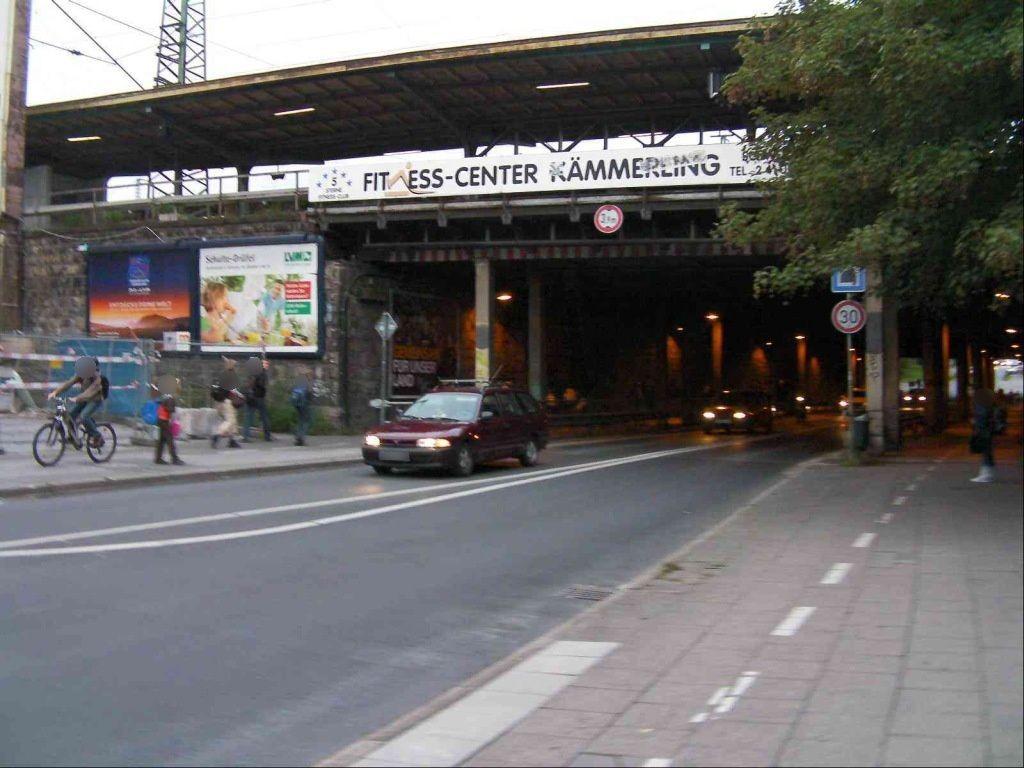 Bahnhofstr.  35 re./Bahn-Ufg. quer