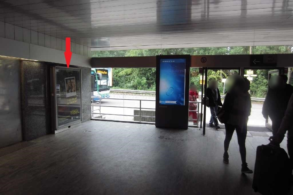 Bahnhofstr.3, i. Wartehalle li. neb. Ausg.