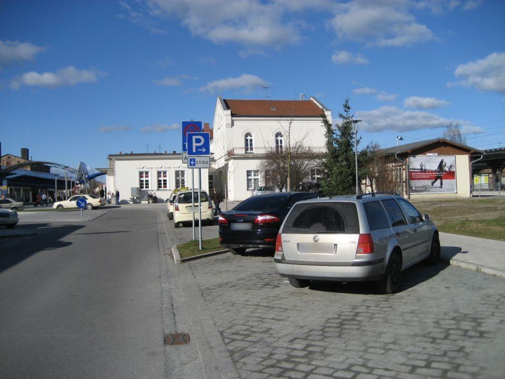 Bf, Bf-Vorplatz neb. Bahnhof