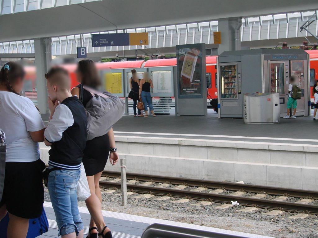 Hbf, Bstg., Gleis 9