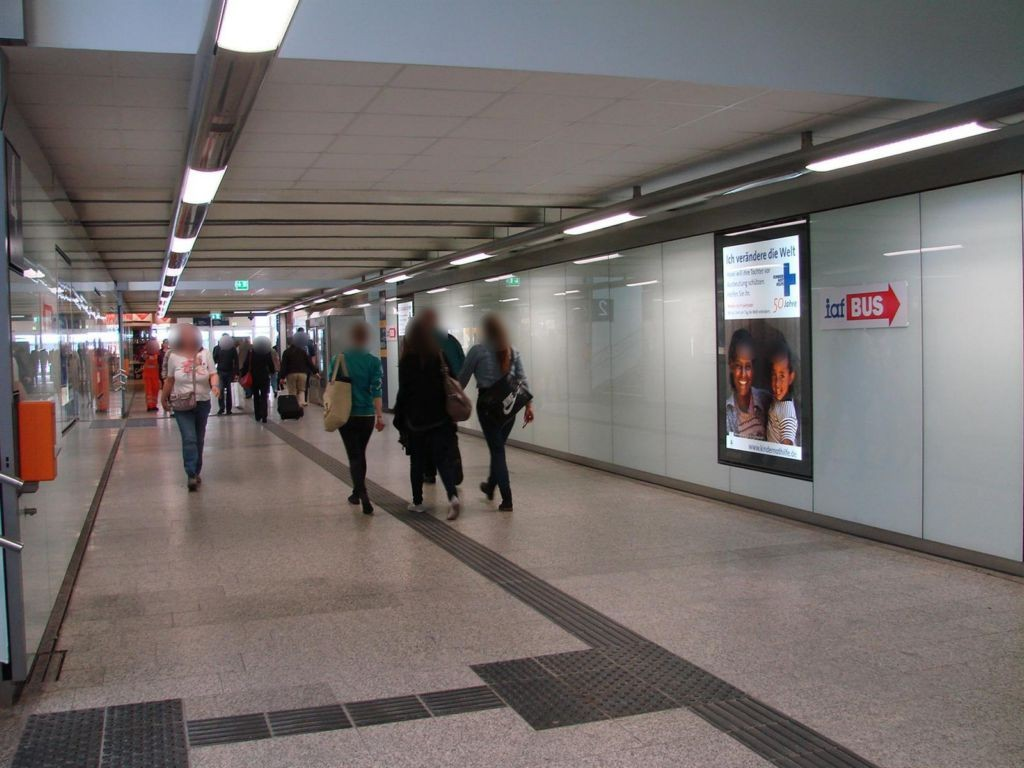Hbf, Nordtunnel Ri. City, geg. Aufg. Gl.8/4,re.