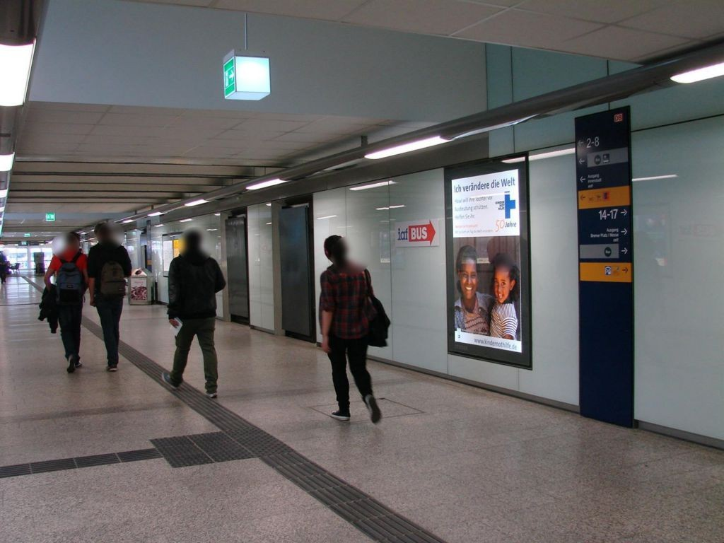 Hbf, Nordtunnel Ri. City, geg. Aufg. Gl.12/9,re.
