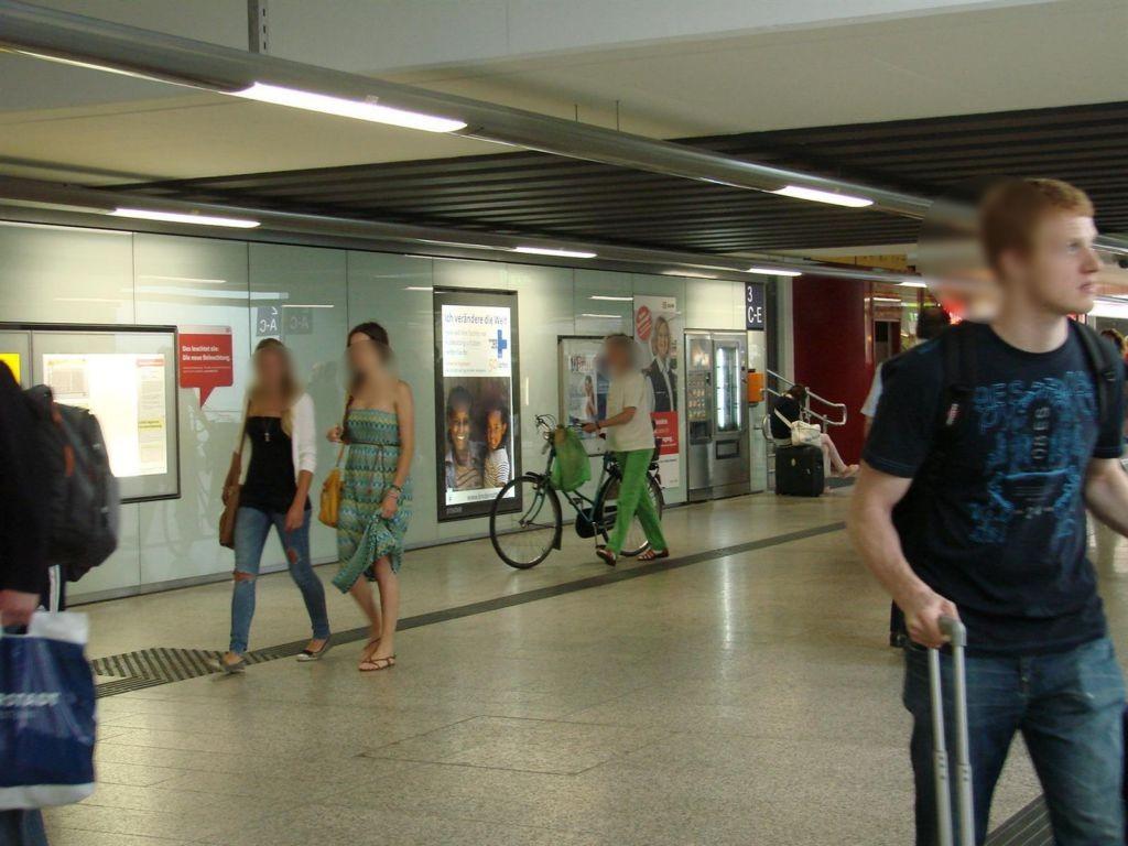 Hbf,Südtunnel Ri. City,zw. Aufg. Gl.8/4+3/2,li.