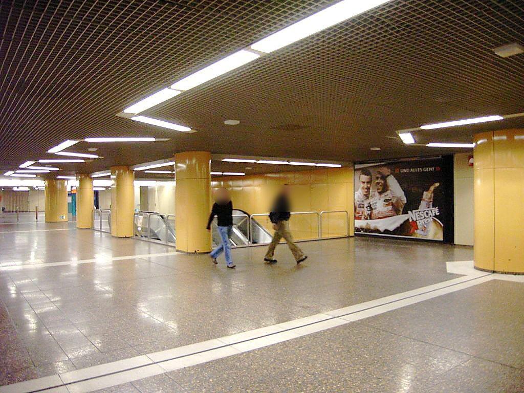 Südbf /B-Ebene/SS Rolltreppe zur C-Ebene