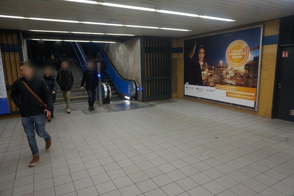Studentenstadt/Zug. Bahnsteig re.
