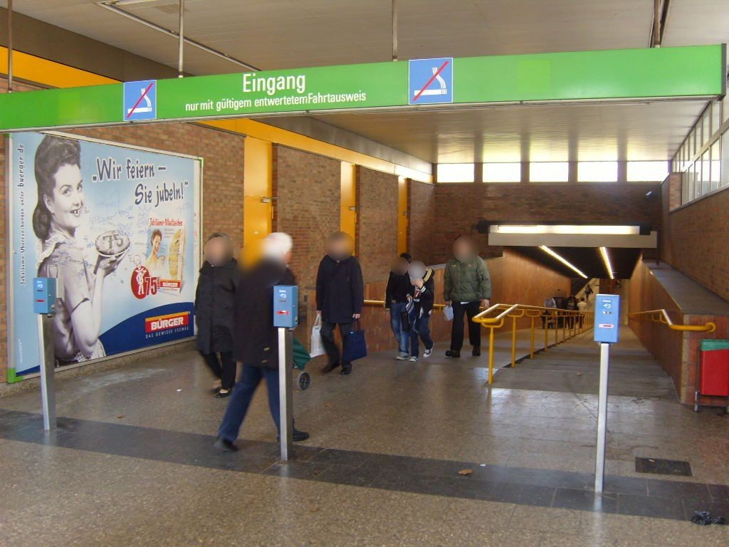 Therese-Giehse-Allee Abgang Bahnsteig