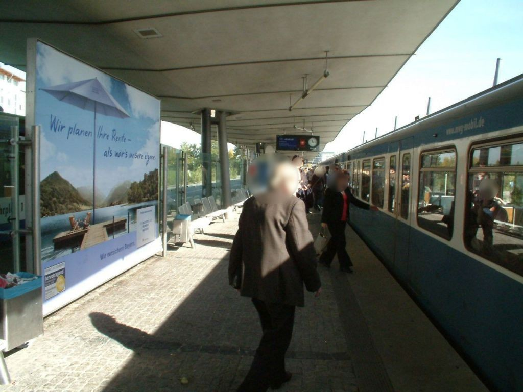 U-Bf Hochbrück/Bahnsteig mi. U-Bahn-Seite/Gl 2