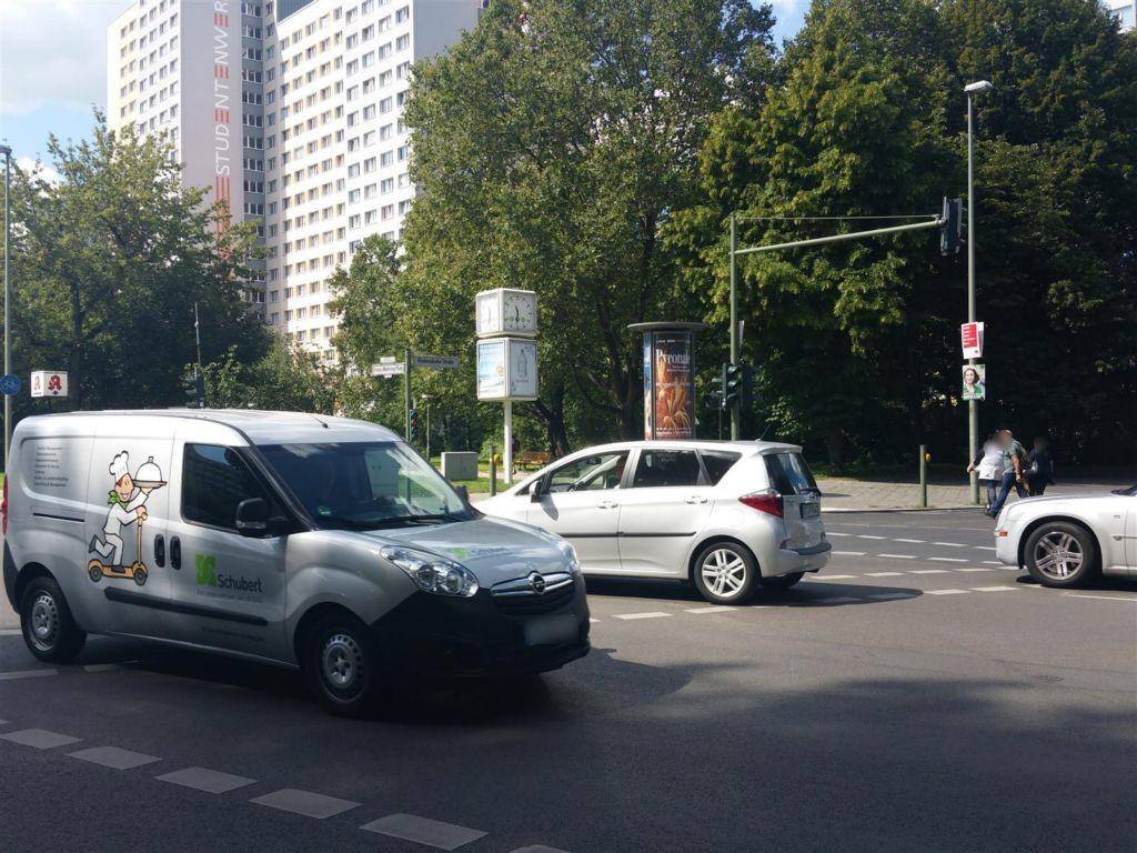 Franz-Mehring-Platz/Str. der Pariser Kommune/S.1