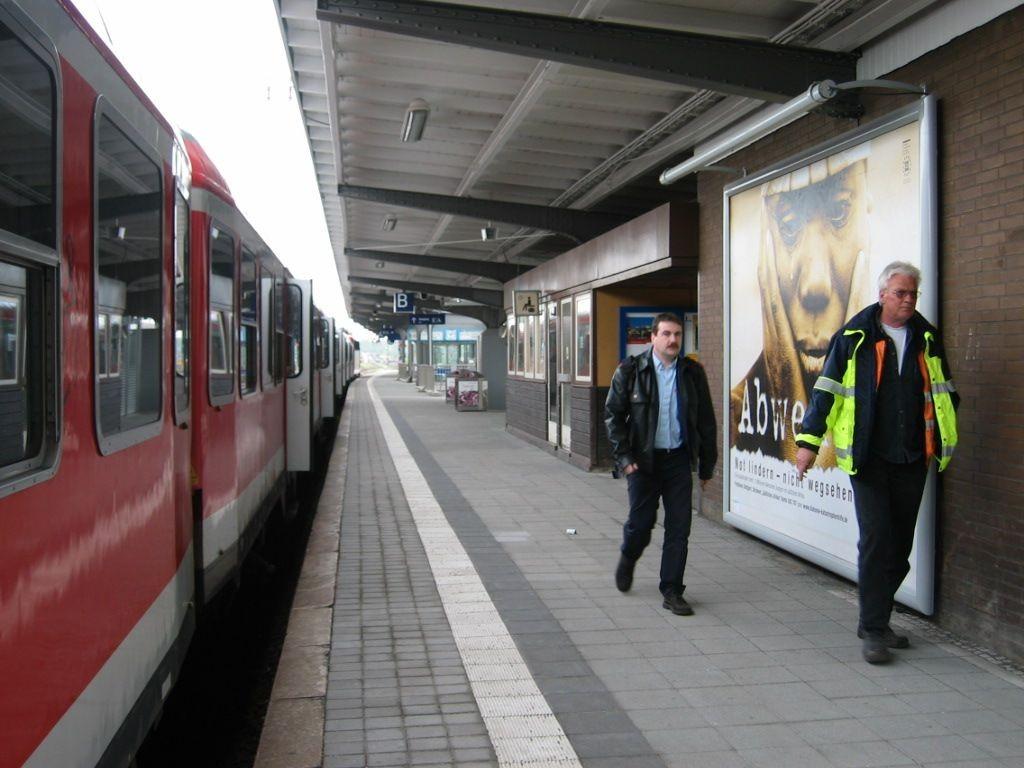 Bf, Bstg., Aufzug Gleis 6